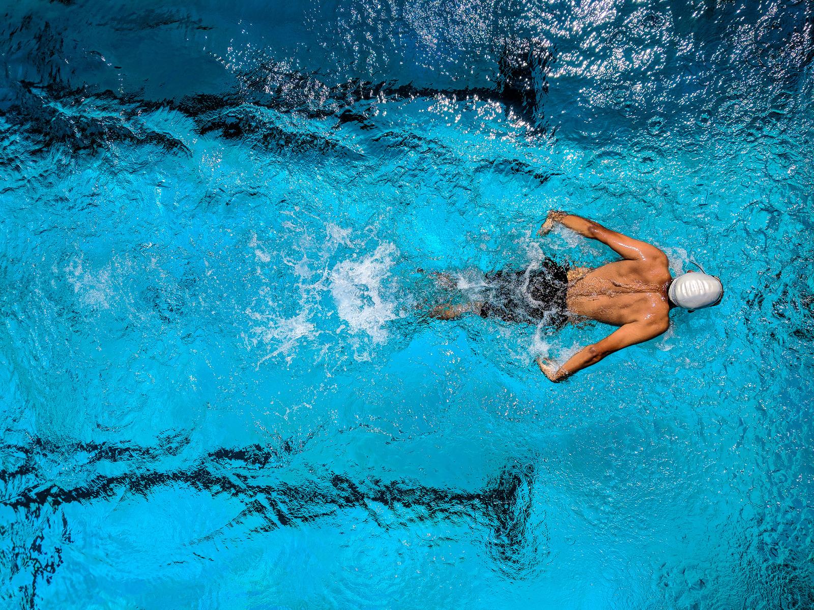 Comment améliorer sa technique en natation : les éducatifs pour progresser en triathlon