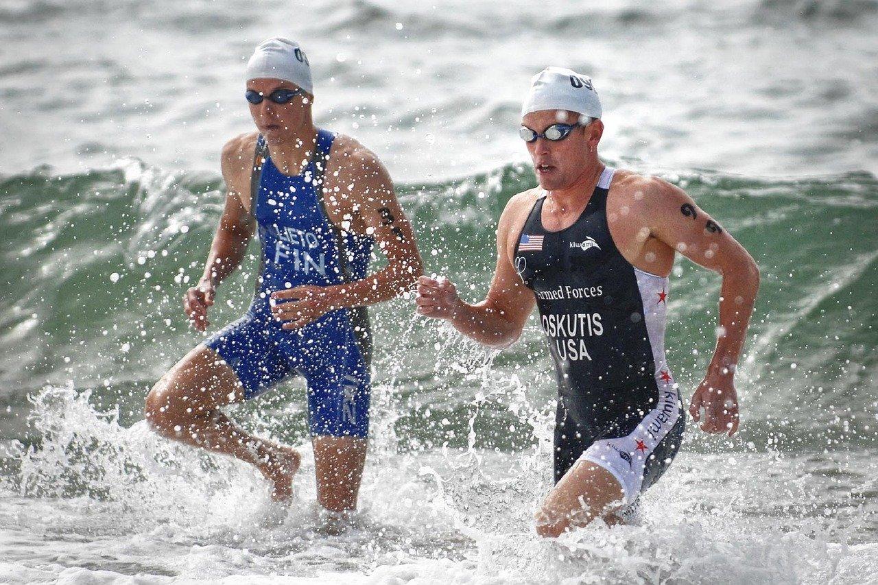 Triathlon : le paradoxe entre sport individuel et omniprésence du collectif
